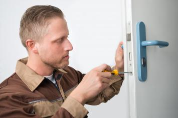Lockout service by locksmith nearby